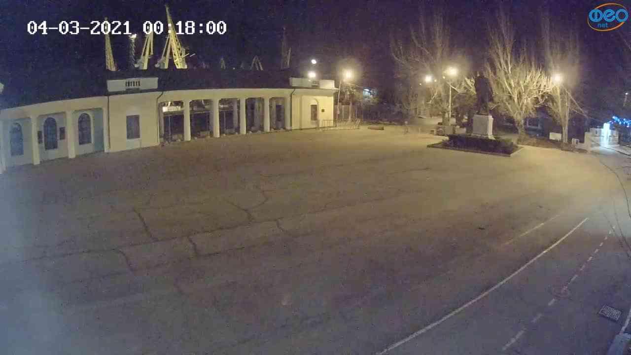 Веб-камеры Феодосии, Привокзальная площадь 2, 2021-03-04 00:18:09