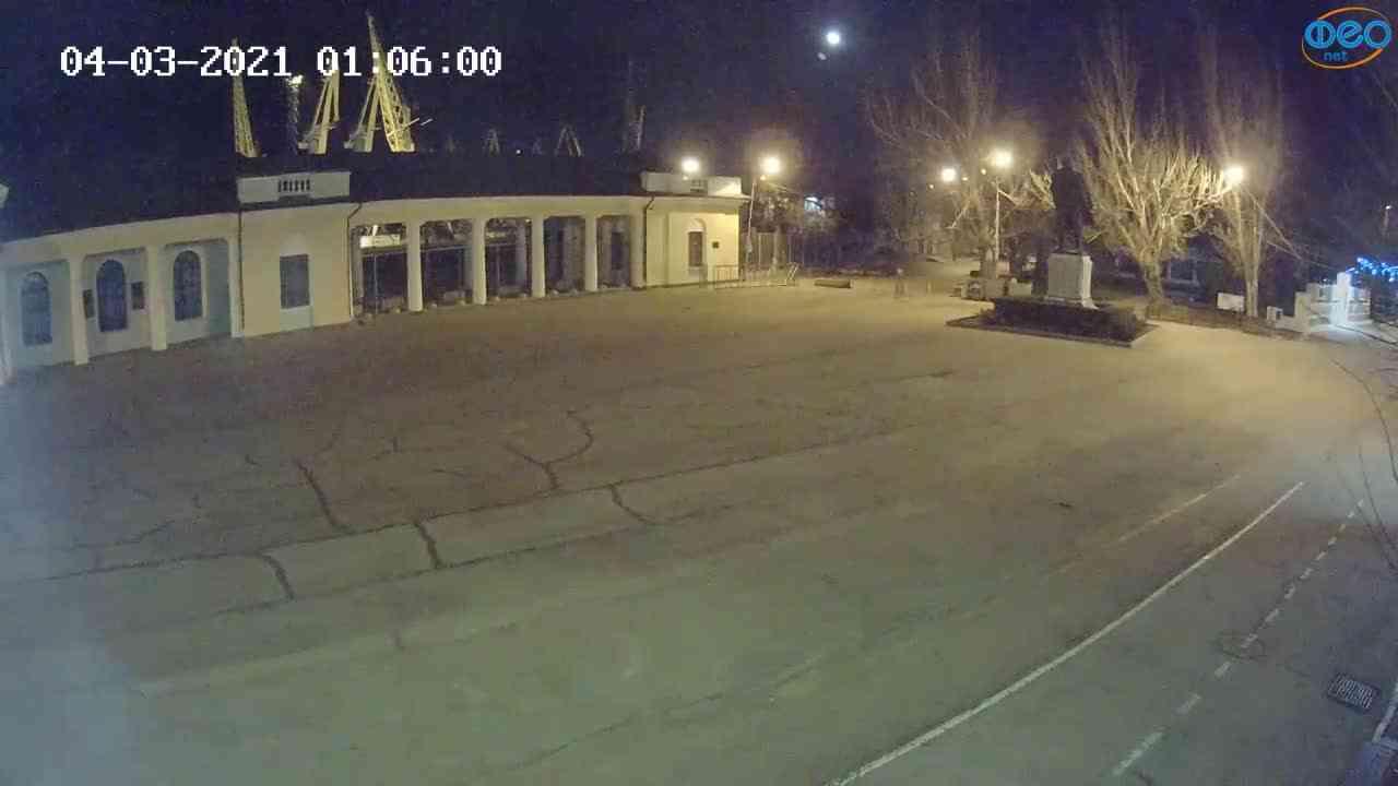 Веб-камеры Феодосии, Привокзальная площадь 2, 2021-03-04 01:06:09