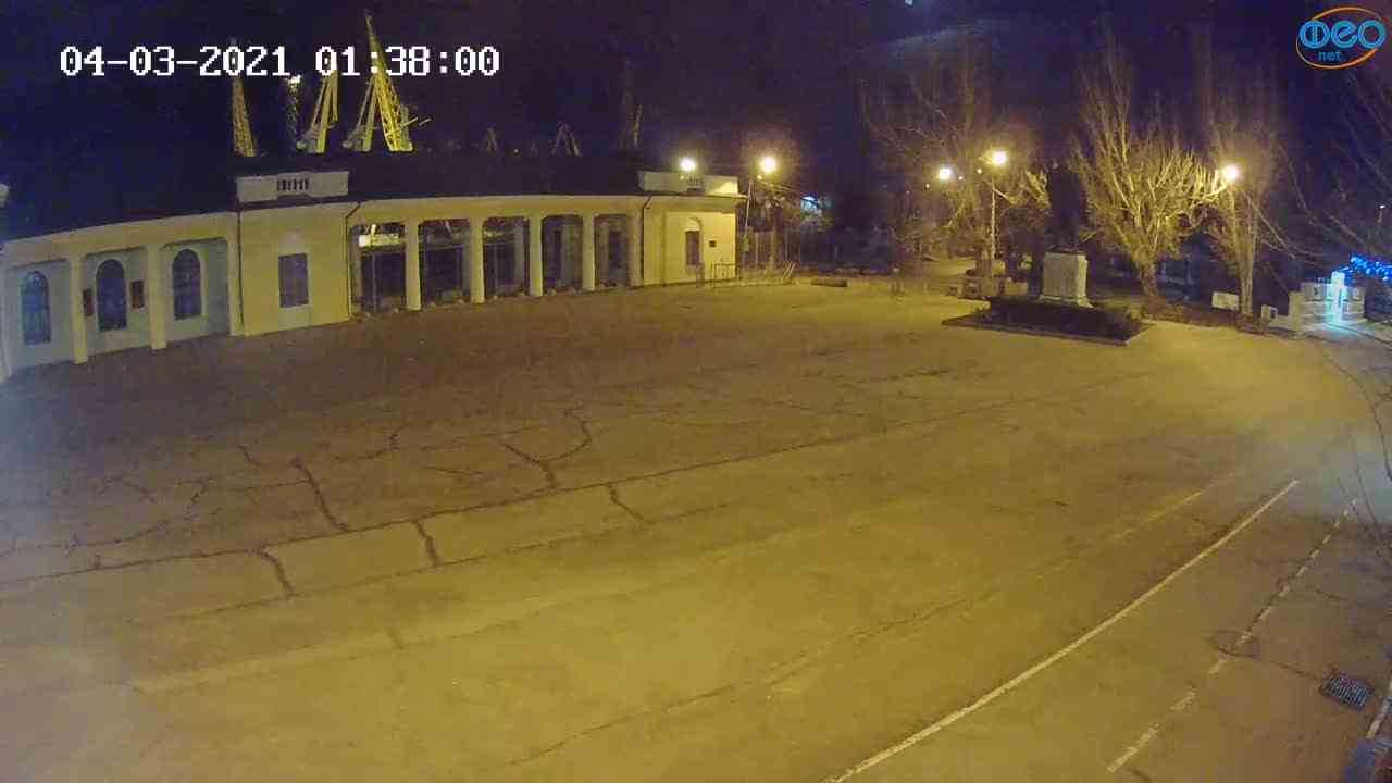 Веб-камеры Феодосии, Привокзальная площадь 2, 2021-03-04 01:38:10