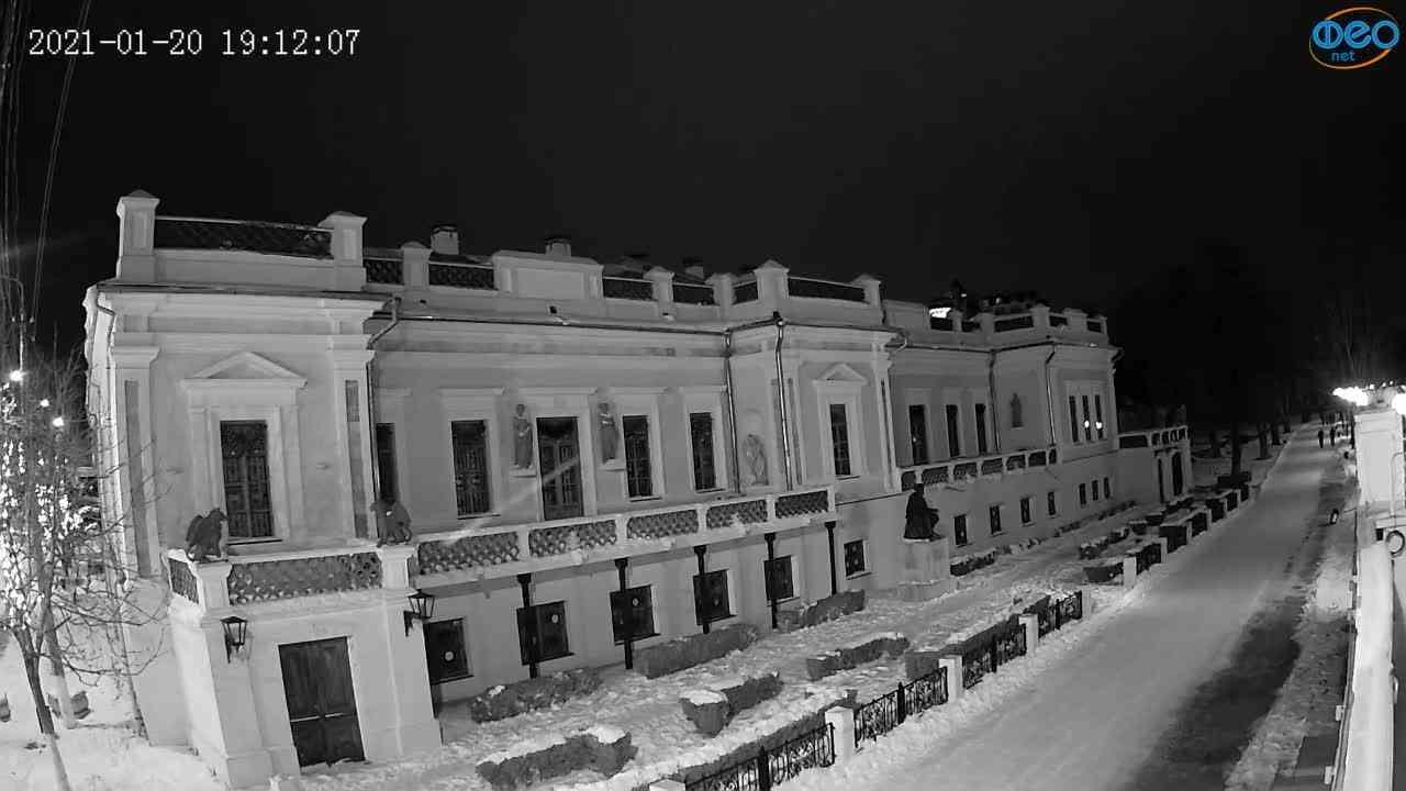 Веб-камеры Феодосии, Памятник Айвазовскому, 2021-01-20 19:12:19