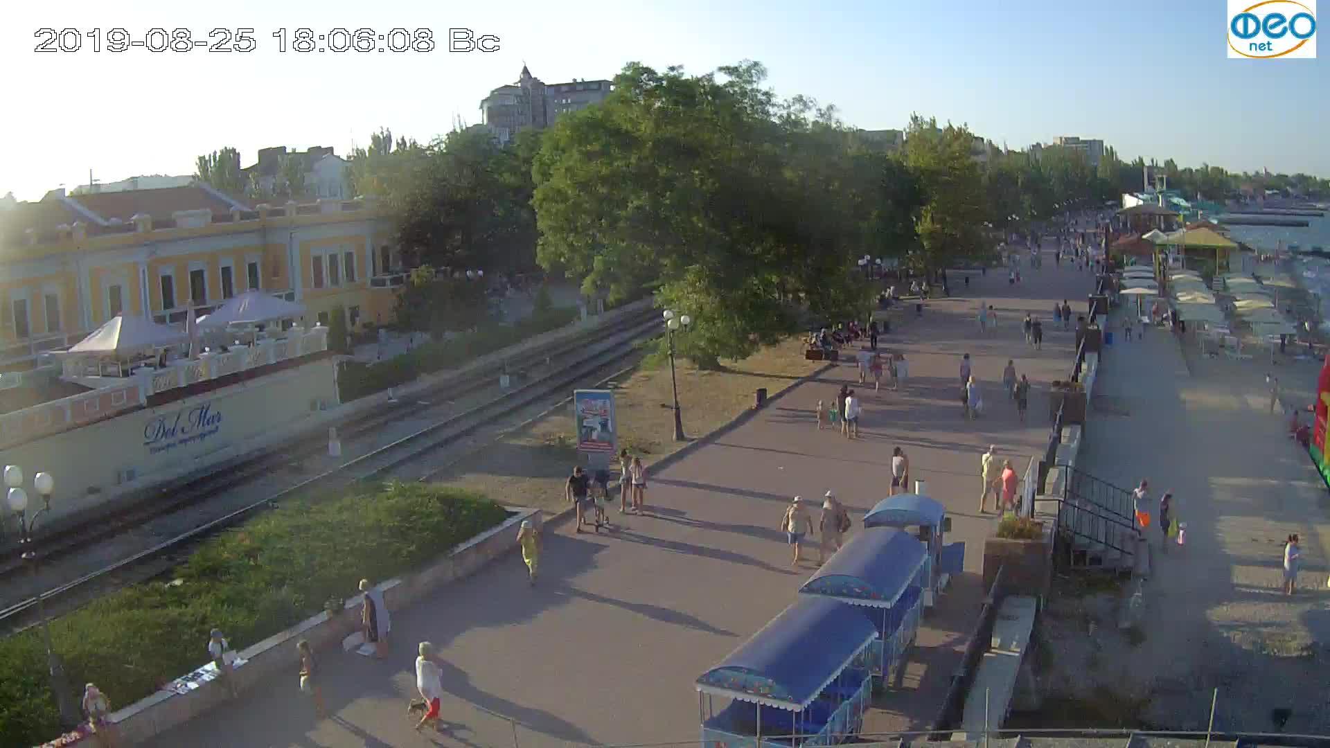 Веб-камеры Феодосии, Набережная, 2019-08-25 18:00:06