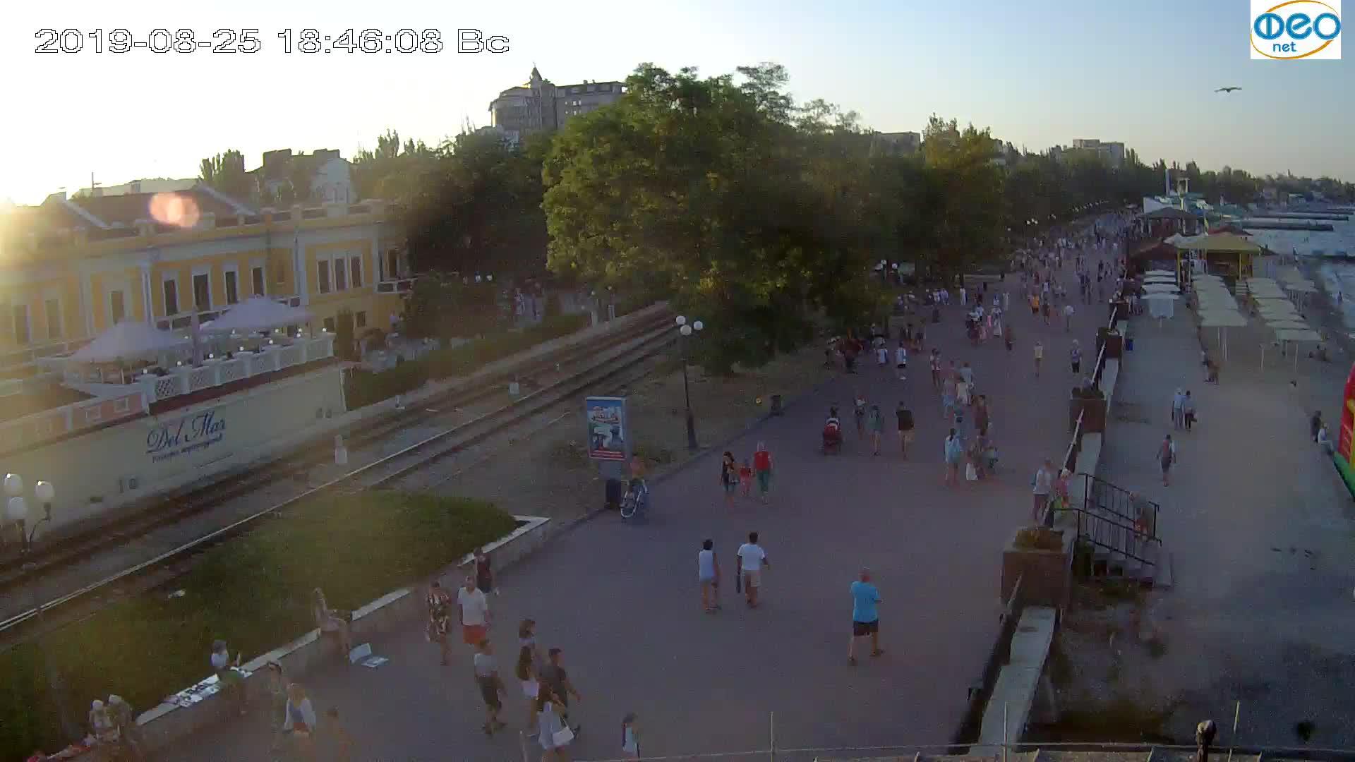 Веб-камеры Феодосии, Набережная, 2019-08-25 18:40:05