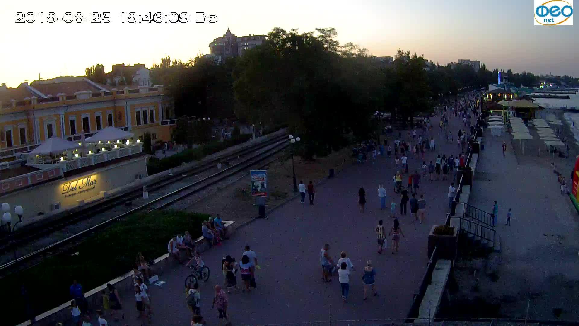 Веб-камеры Феодосии, Набережная, 2019-08-25 19:40:05