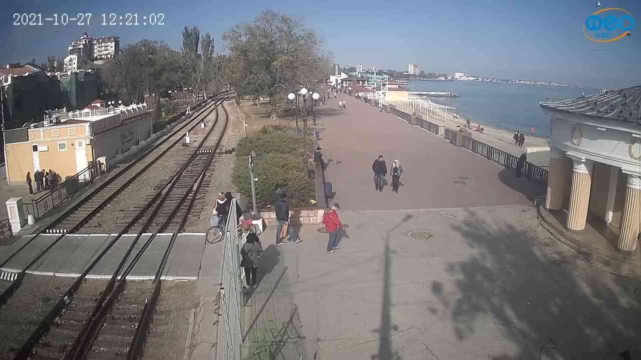 Веб-камеры Феодосии, Набережная, 2021-10-27 12:21:09