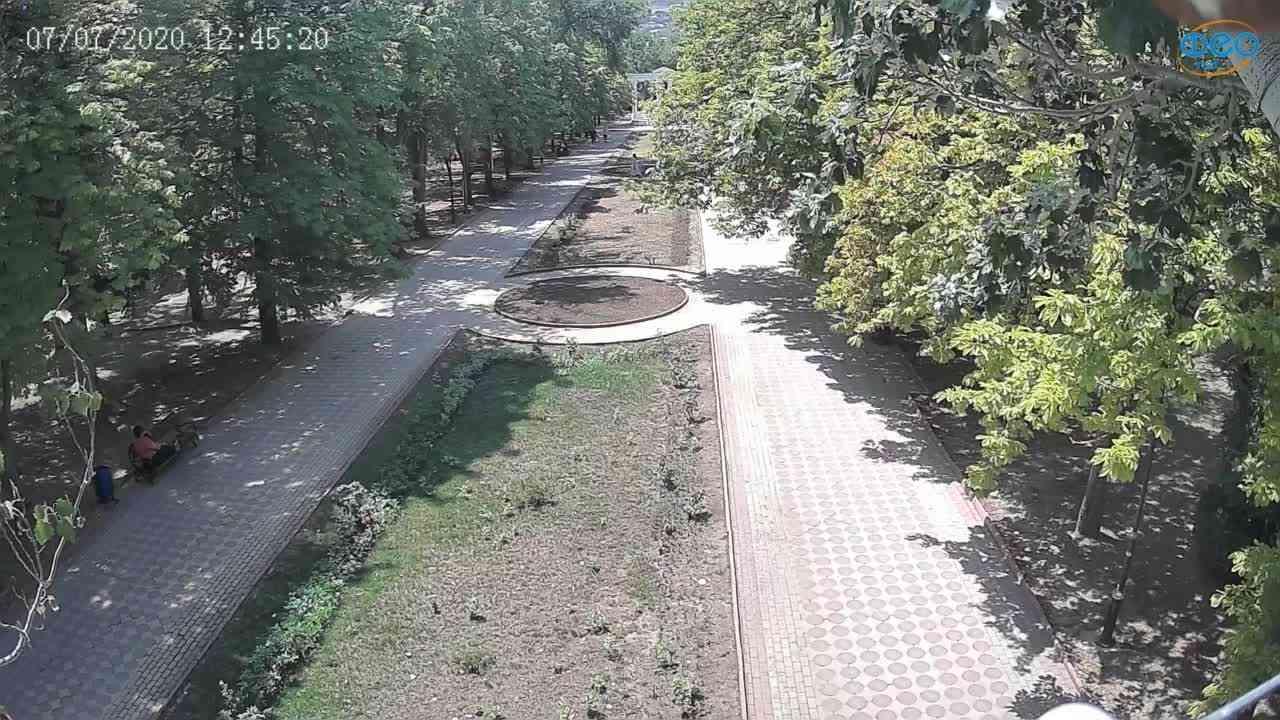 Веб-камеры Феодосии, Памятник Доброму Гению, 2020-07-07 12:45:34