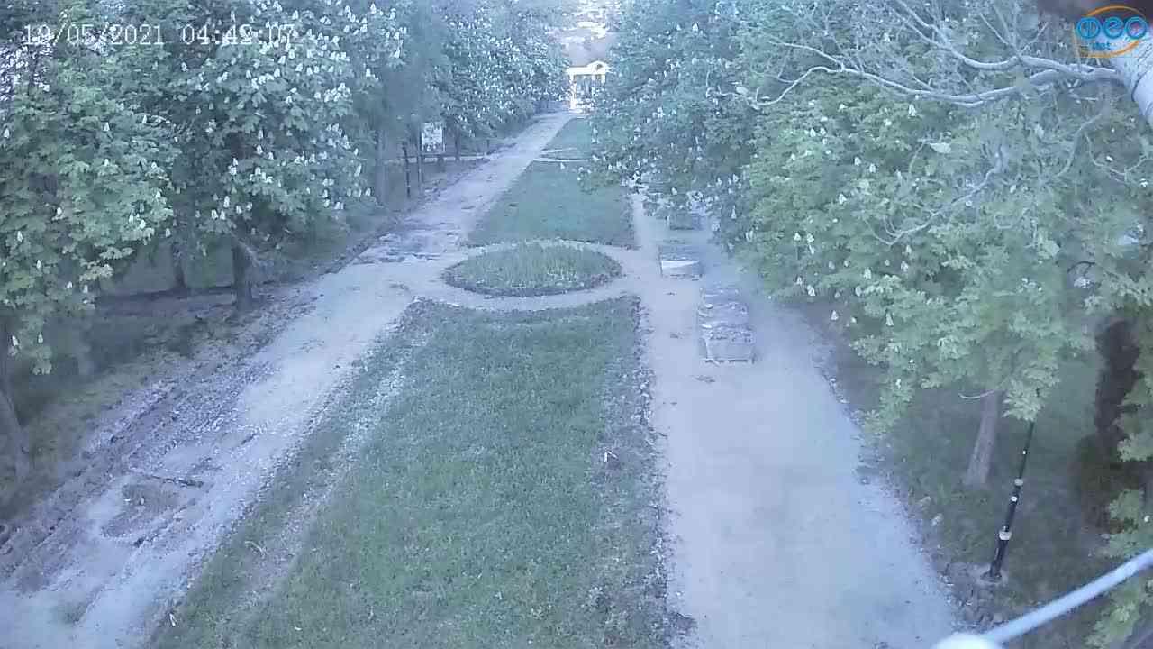Веб-камеры Феодосии, Памятник Доброму Гению, 2021-05-19 04:41:41