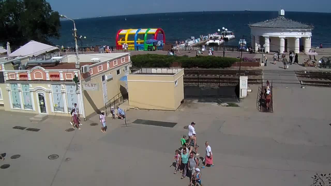 Веб-камеры Феодосии, Переезд и набережная, 2019-08-19 14:34:09