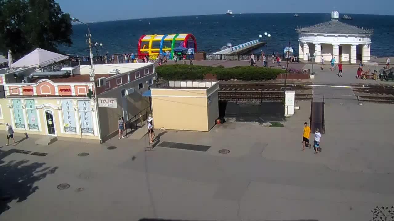 Веб-камеры Феодосии, Переезд и набережная, 2019-08-19 16:10:09