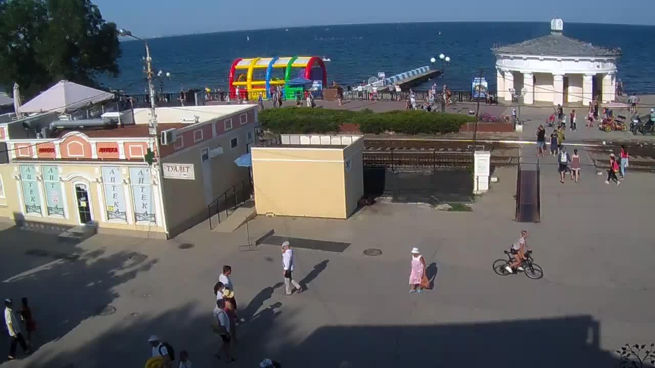Веб-камеры Феодосии, Переезд и набережная, 2019-08-19 16:42:09