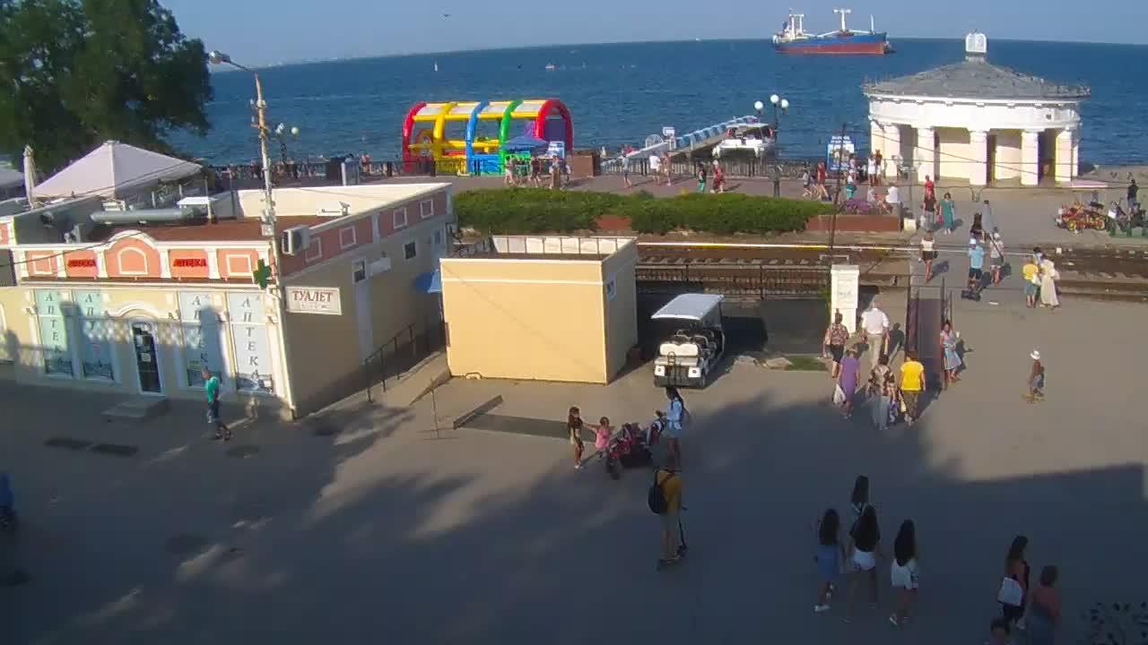 Веб-камеры Феодосии, Переезд и набережная, 2019-08-19 17:14:10