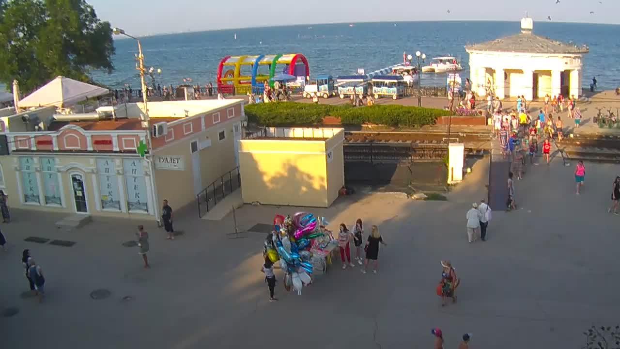 Веб-камеры Феодосии, Переезд и набережная, 2019-08-19 18:02:10