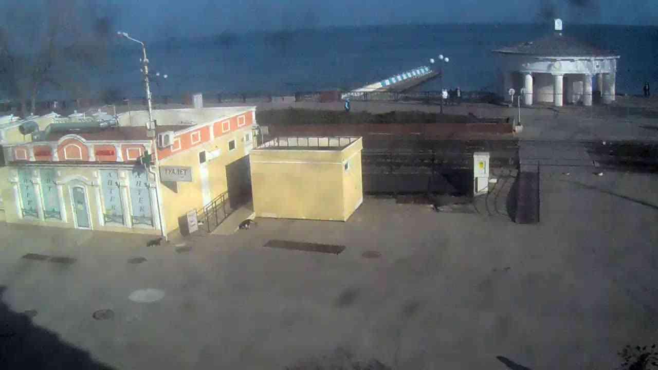 Веб-камеры Феодосии, Переезд и набережная, 2020-01-21 14:15:38