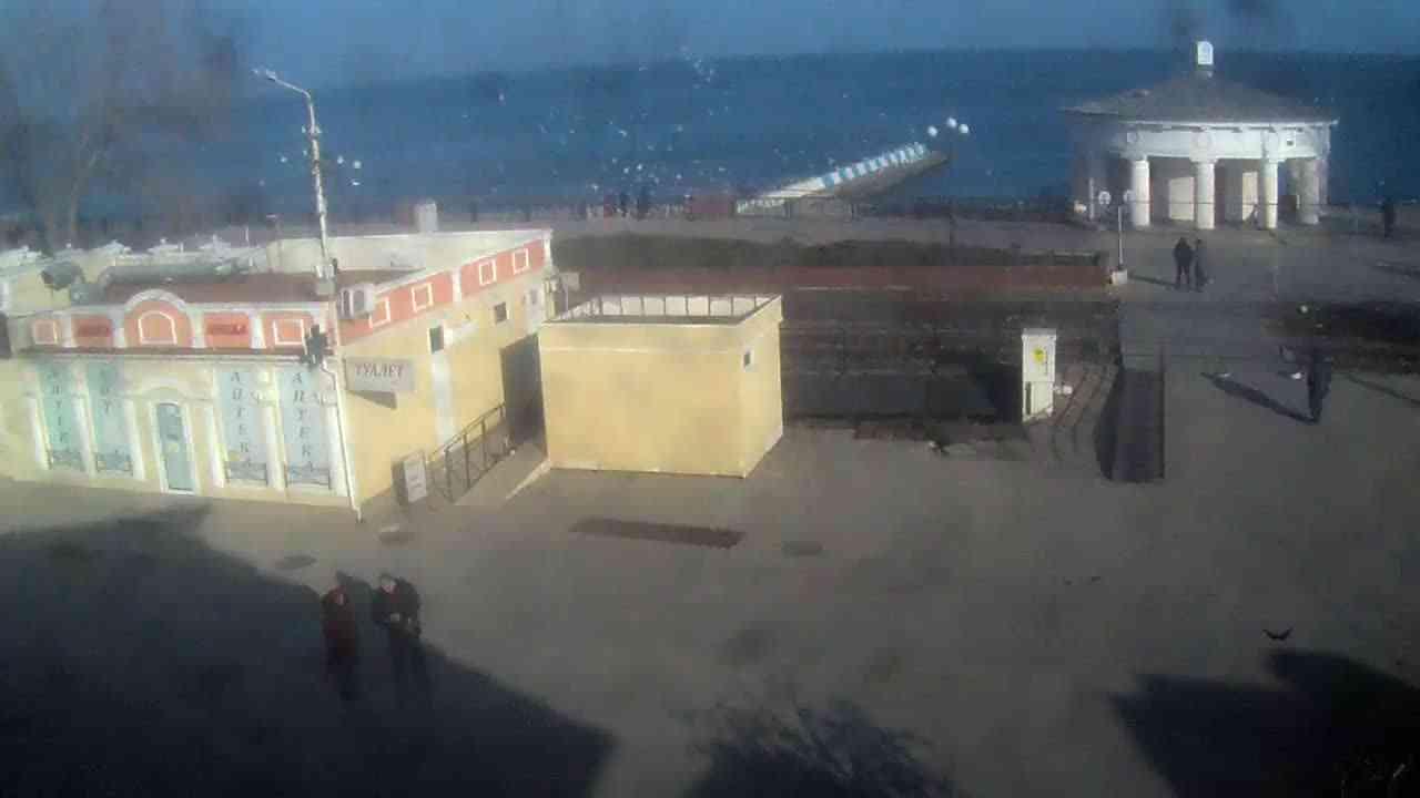 Веб-камеры Феодосии, Переезд и набережная, 2020-01-21 14:55:38