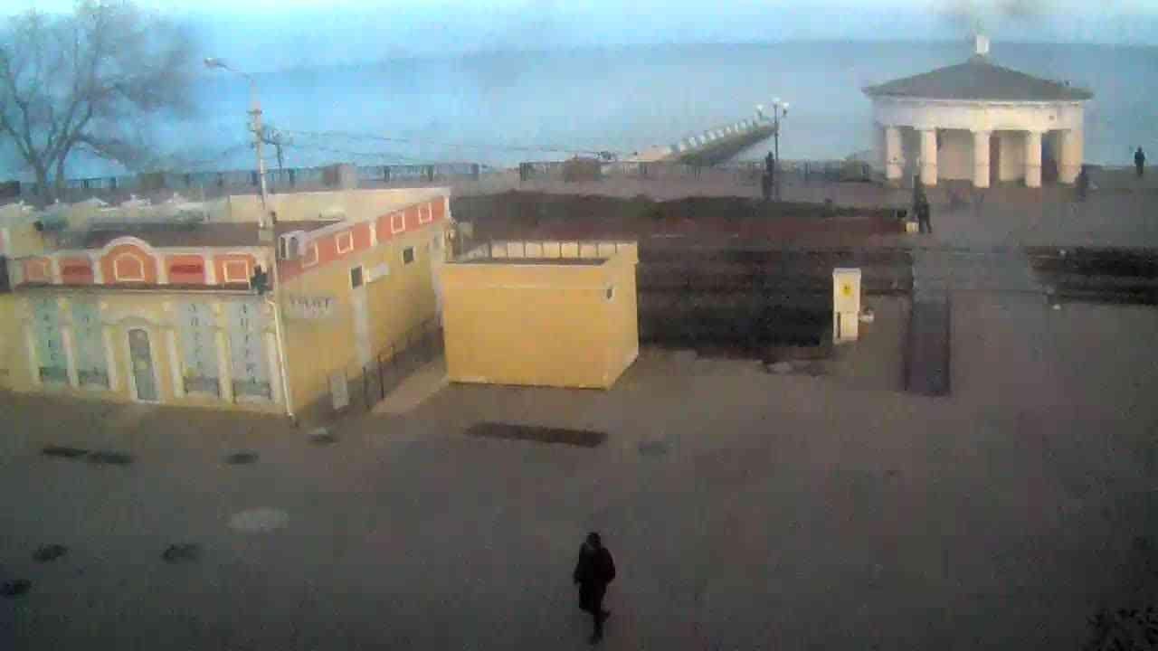 Веб-камеры Феодосии, Переезд и набережная, 2020-01-21 16:15:36