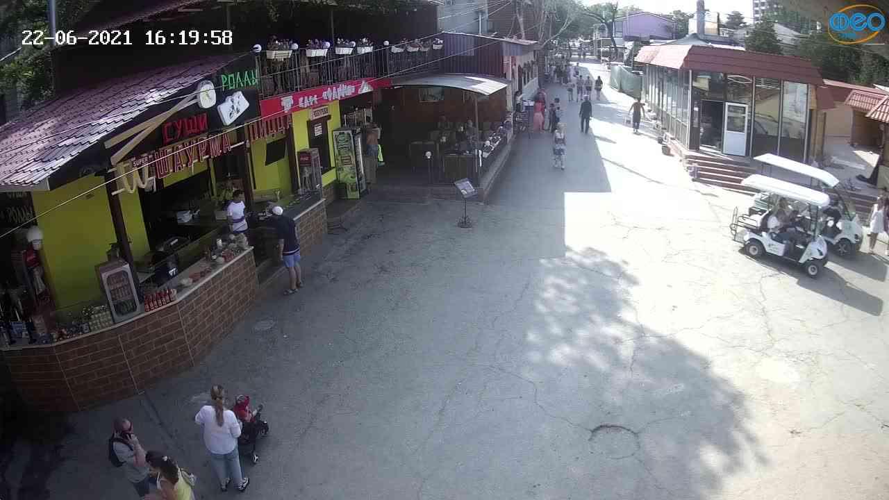 Веб-камеры Феодосии, Спуск от кинотеатра Украина, 2021-06-22 16:20:12