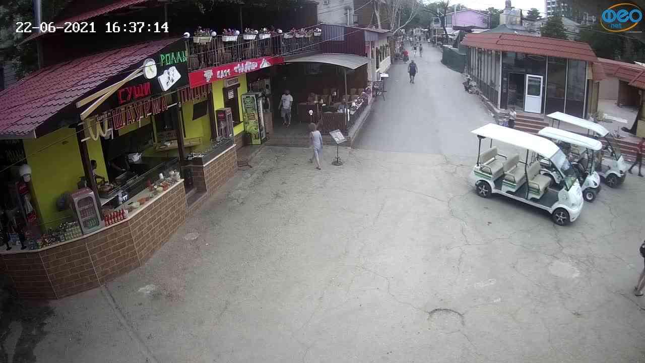 Веб-камеры Феодосии, Спуск от кинотеатра Украина, 2021-06-22 16:37:24