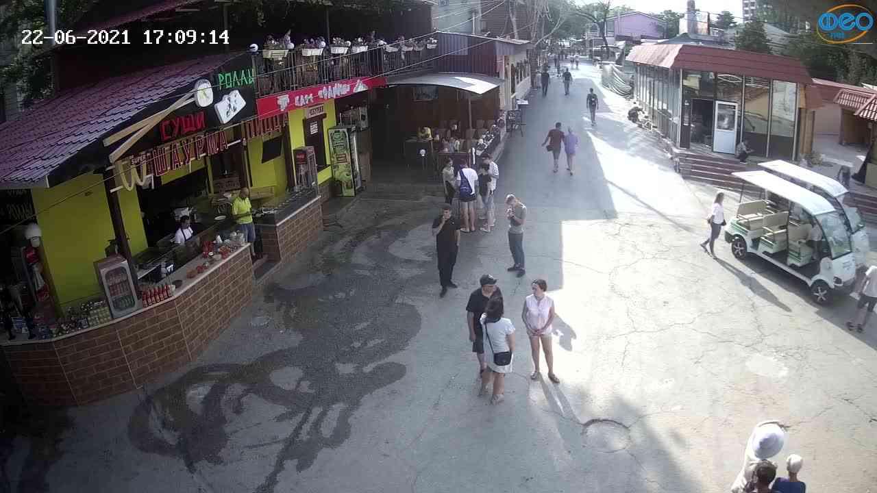 Веб-камеры Феодосии, Спуск от кинотеатра Украина, 2021-06-22 17:09:25