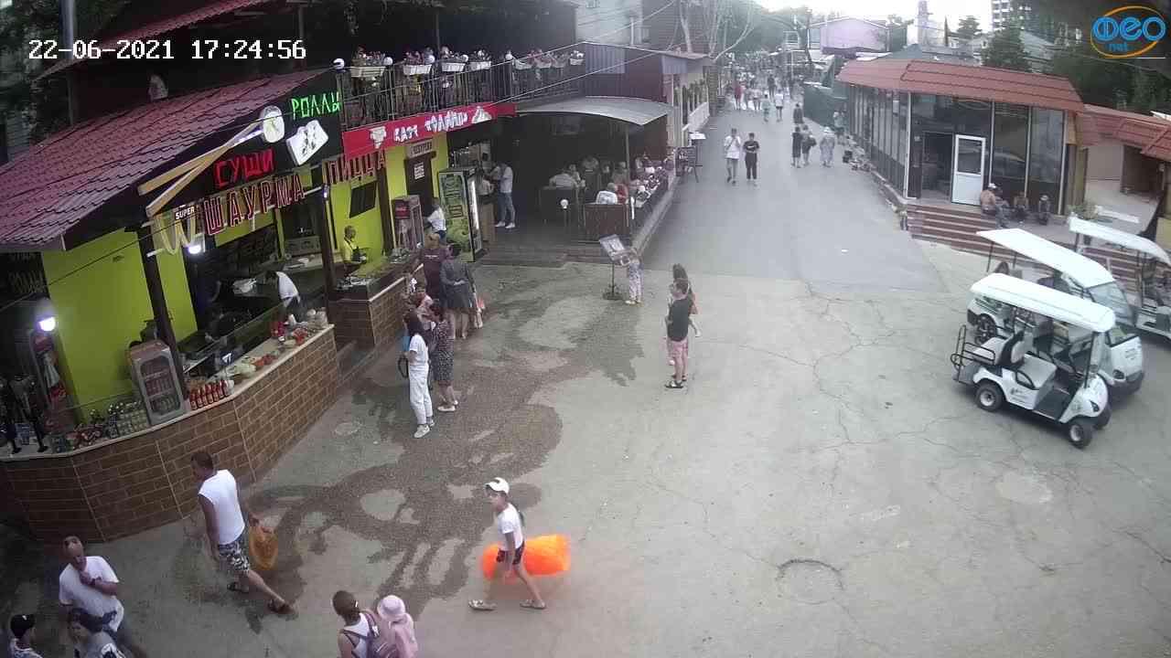 Веб-камеры Феодосии, Спуск от кинотеатра Украина, 2021-06-22 17:25:05