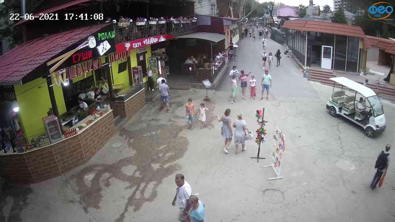 Веб-камеры Феодосии, Спуск от кинотеатра Украина, 2021-06-22 17:41:18