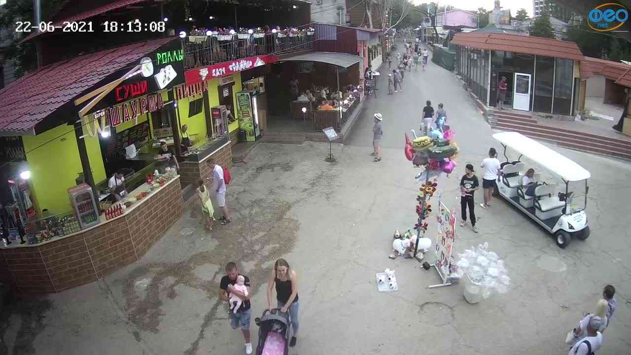 Веб-камеры Феодосии, Спуск от кинотеатра Украина, 2021-06-22 18:13:19