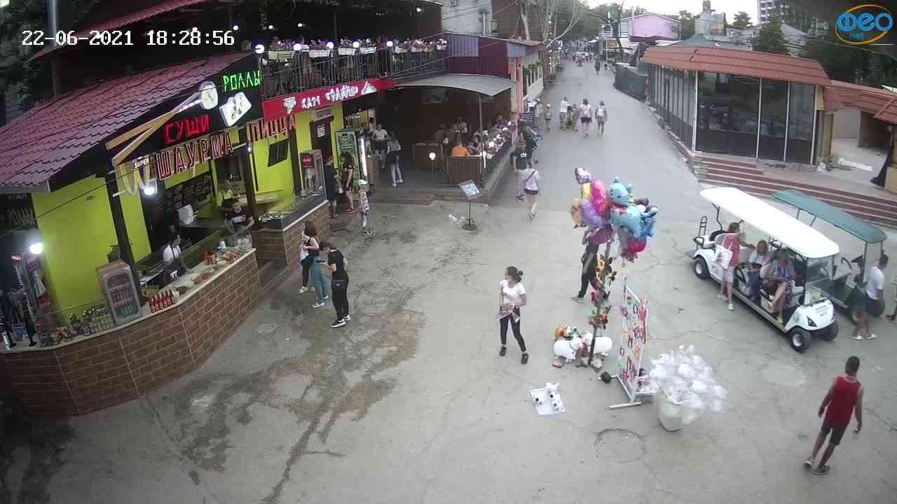Веб-камеры Феодосии, Спуск от кинотеатра Украина, 2021-06-22 18:29:05