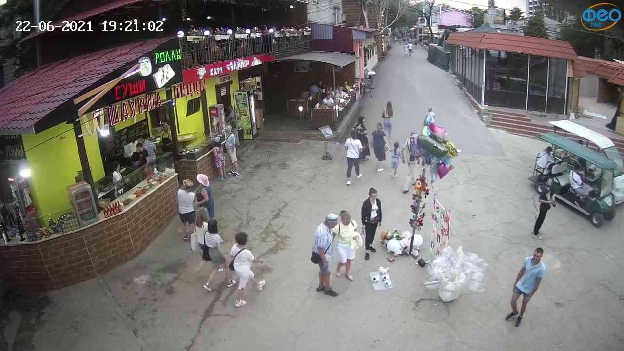 Веб-камеры Феодосии, Спуск от кинотеатра Украина, 2021-06-22 19:21:11