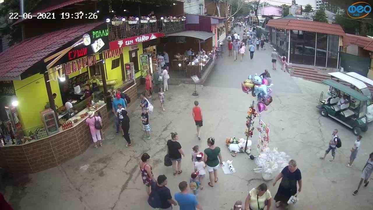 Веб-камеры Феодосии, Спуск от кинотеатра Украина, 2021-06-22 19:37:34