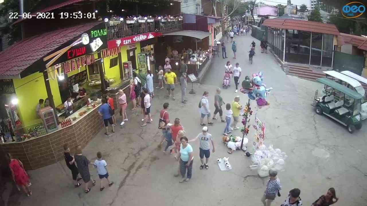 Веб-камеры Феодосии, Спуск от кинотеатра Украина, 2021-06-22 19:53:11