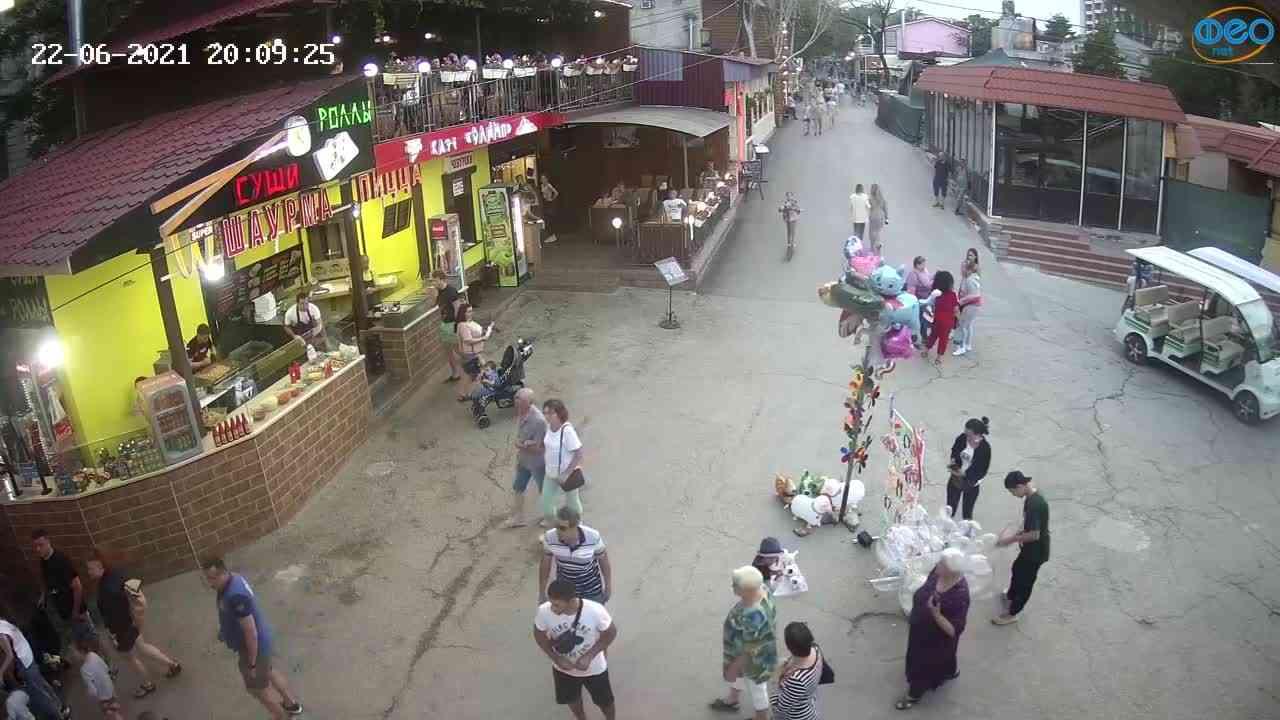 Веб-камеры Феодосии, Спуск от кинотеатра Украина, 2021-06-22 20:09:35