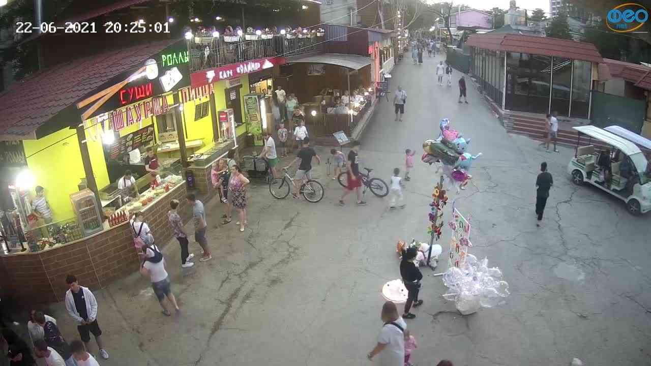 Веб-камеры Феодосии, Спуск от кинотеатра Украина, 2021-06-22 20:25:11