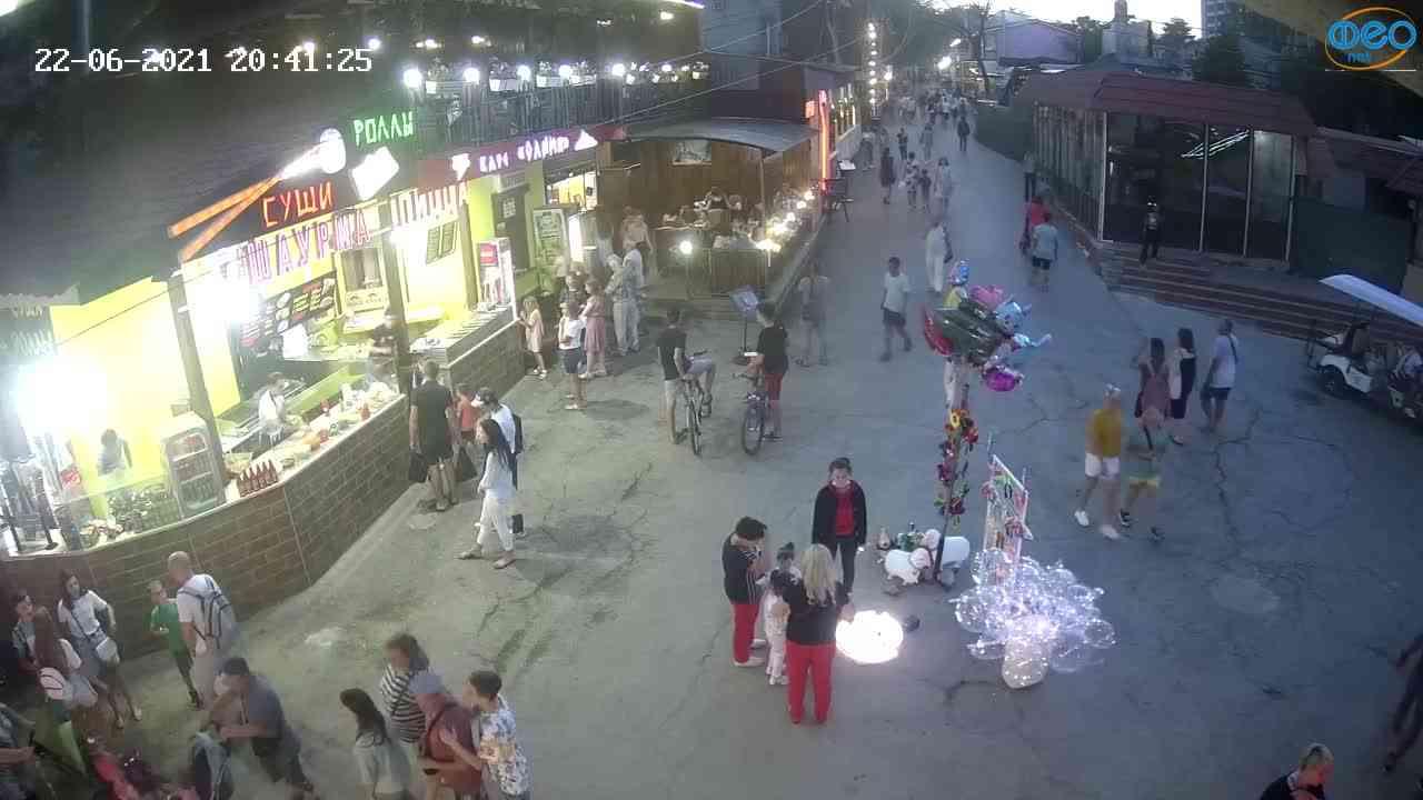 Веб-камеры Феодосии, Спуск от кинотеатра Украина, 2021-06-22 20:41:35