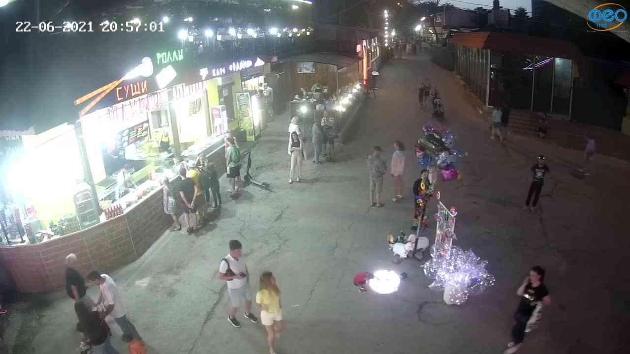 Веб-камеры Феодосии, Спуск от кинотеатра Украина, 2021-06-22 20:57:12