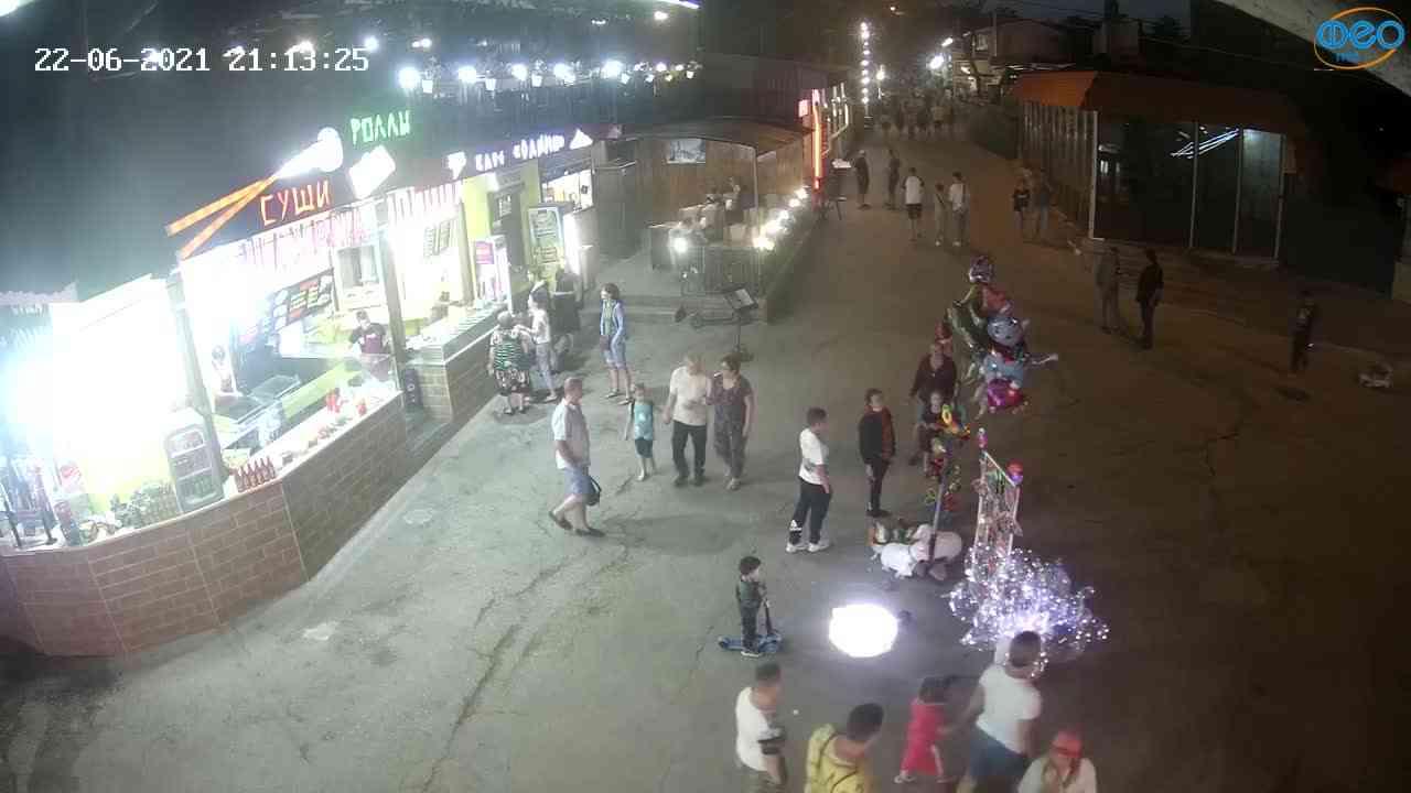 Веб-камеры Феодосии, Спуск от кинотеатра Украина, 2021-06-22 21:13:36