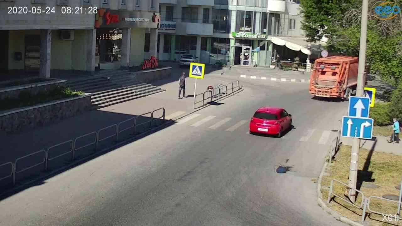 Веб-камеры Феодосии, Камера с видом на магазин Новый Свет, 2020-05-24 08:21:42