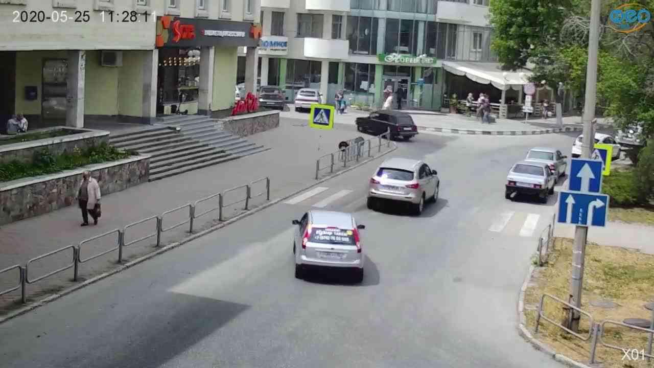 Веб-камеры Феодосии, Камера с видом на магазин Новый Свет, 2020-05-25 11:28:25