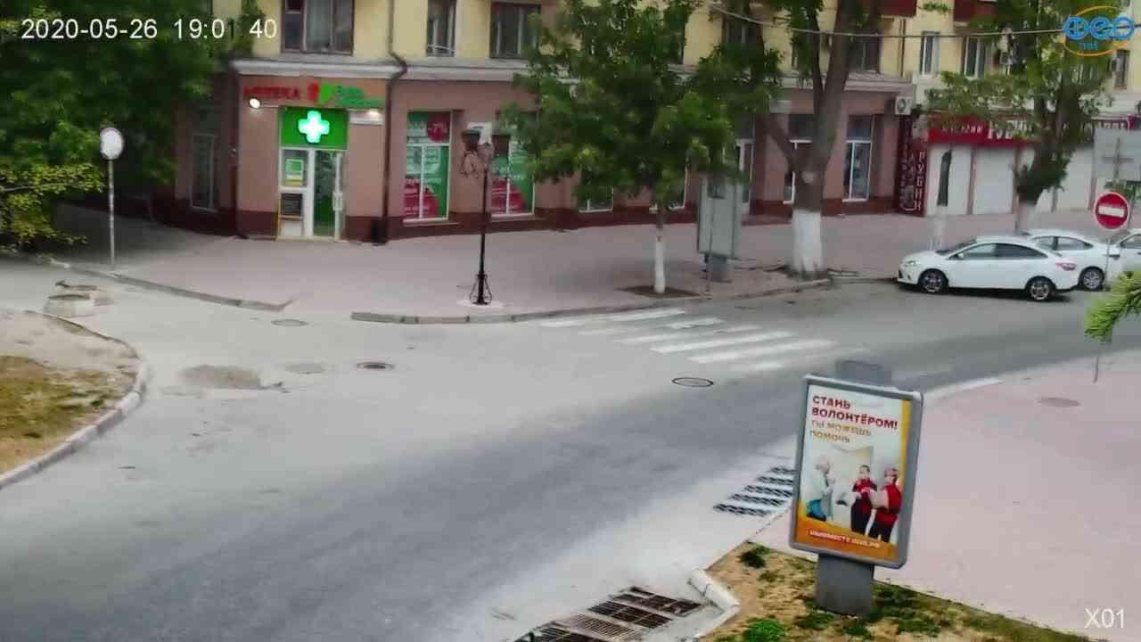 Веб-камеры Феодосии, Камера с видом на магазин Новый Свет, 2020-05-26 19:01:59
