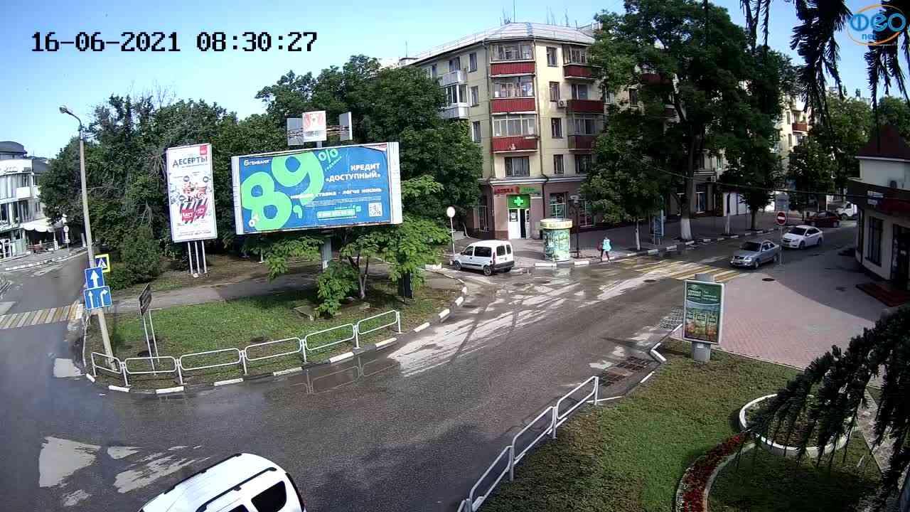 """Веб-камеры Феодосии, Магазин """"Новый Свет"""" - Переход, 2021-06-16 08:30:32"""