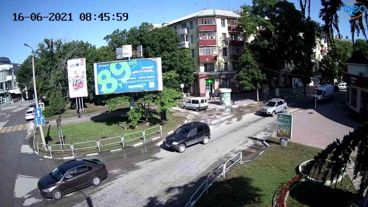 """Веб-камеры Феодосии, Магазин """"Новый Свет"""" - Переход, 2021-06-16 08:46:07"""