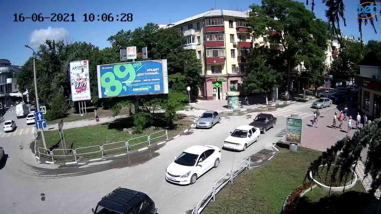 """Веб-камеры Феодосии, Магазин """"Новый Свет"""" - Переход, 2021-06-16 10:06:37"""